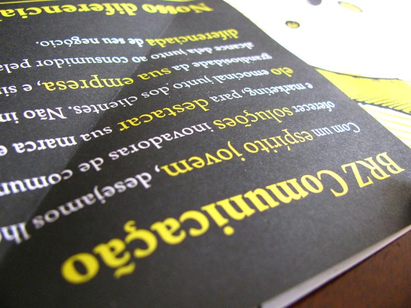 Folder Institucional BRZ Comunicação com muitas dobras e ilustrações
